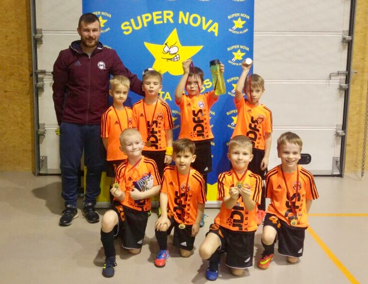 Jaunie futbolisti turnira